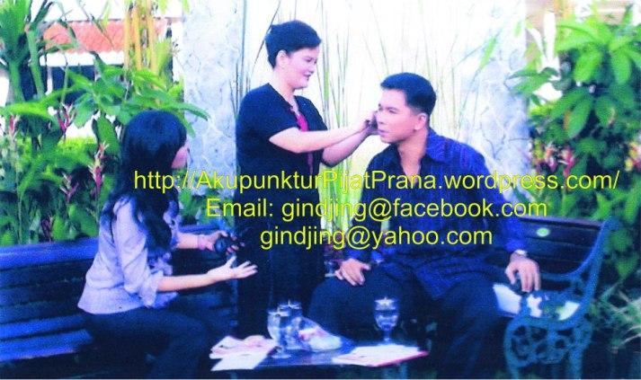Oei Gin Djing bersama Krisna Mukti dalam acara TV